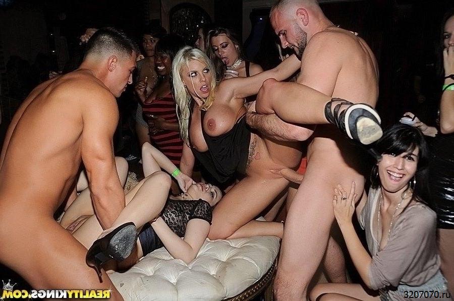 Секс Рассказы В Клубе